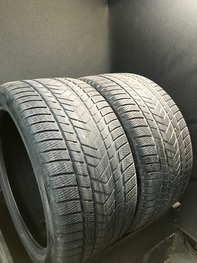 305/35R21 Pirelli SC Winter (4-4,5 mm)